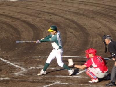 P609288794回表花園クラブ、1死一、二塁から3番和泉が左前打を放ち満塁とする