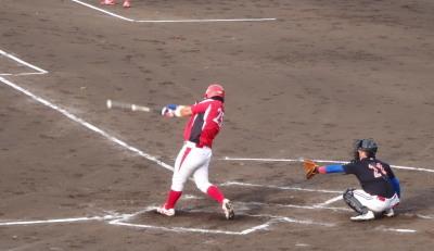 P6102981次の8番が左中間二塁打を放ち、この回2点目