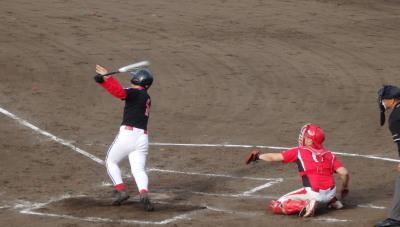 P6103023 同回1死三塁から8番は浅い中飛 捕球後のプレーがまずく、三走がするするとホームイン