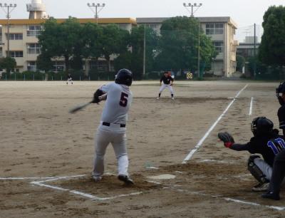 P6123074江津球友1回裏1死二、三塁から4番の一ゴロ間に三走生還、1対1とする