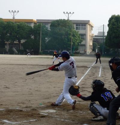 P6123078江津球友同回2死三塁から5番が中越え二塁打を放ち2対1と勝ち越す