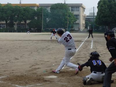 P61230872回裏江津球友1死三塁から9番の打球は一塁方向へ ベース前でイレギュラー、その間三走生還