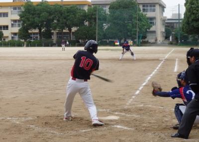 P61331431回裏熊本乳業㈱2死二、三塁から5番がいい当たりだったが二塁直飛で無得点