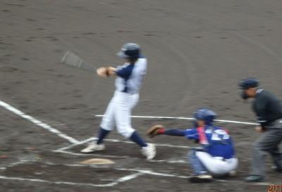 P62333392回裏1死二塁から1番が左中間二塁打を放ち1点追加