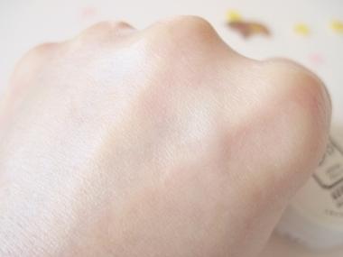 UV効果SPF50、ノンシリコン、ノンケミカル!石鹸で落とせる【アスランBBクリーム スキンシルクヴェール】