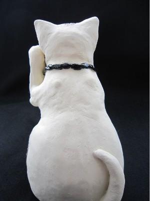 すず音窯招き猫 牡丹の白猫大サイズ後ろ向き