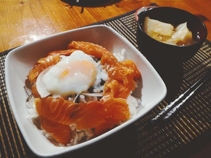 シュハリサーモン丼