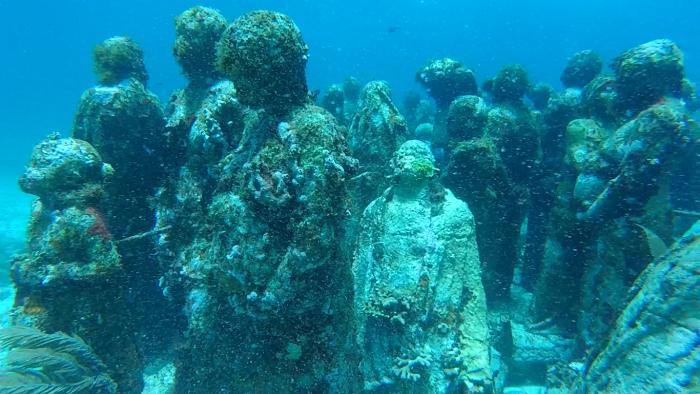カンクンの水中美術館2