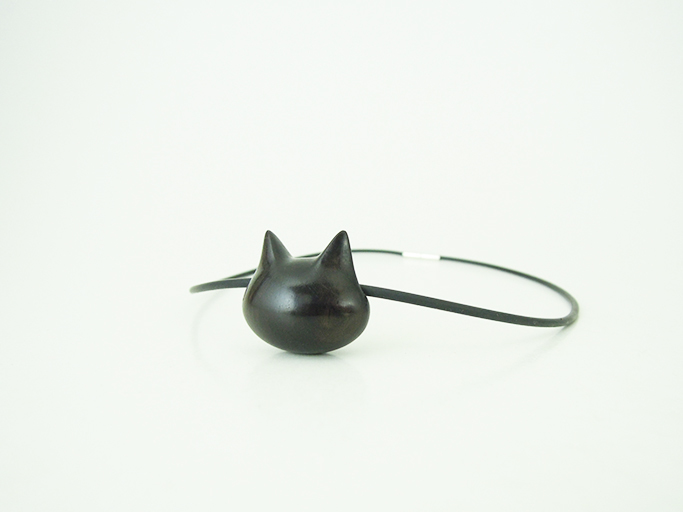 黒猫ペンダント