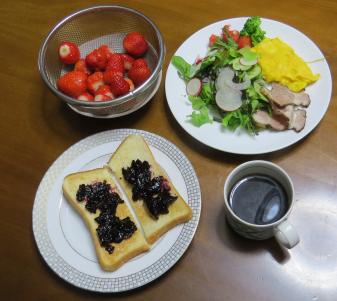 菜園利用朝食イチゴ、サラダ、ジャム