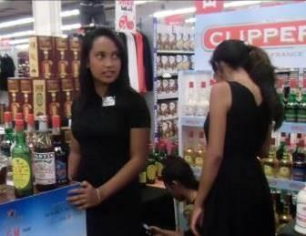 マダガスカルおスーパーの女性2