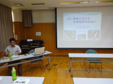 県担当者から記念の講演を