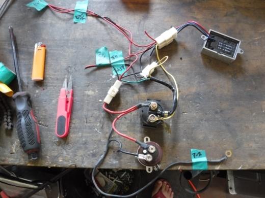 ①電装ボックスに詰める (10)