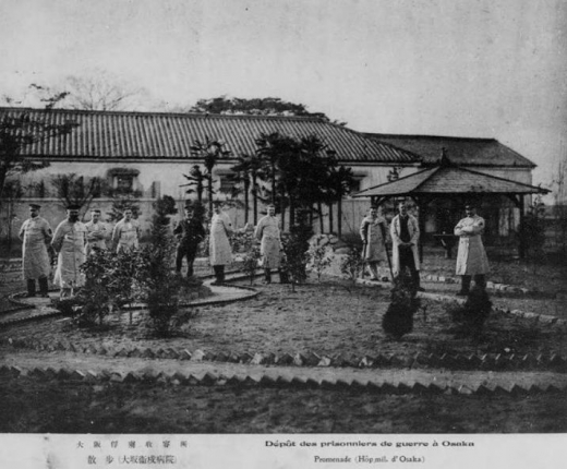 ドイツ兵捕虜大阪俘虜収容所中庭散歩1