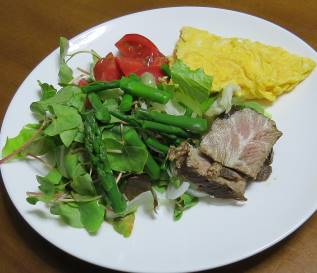 アスパラガス入り生野菜サラダ
