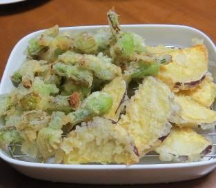 ネギ坊主とサツマイモの天ぷら