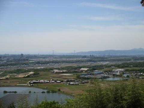 雌岡山からの眺め・淡路島と明石海峡大橋