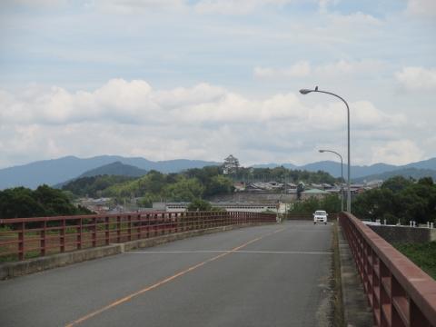 木津川を渡りお城が見えてきた