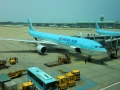 仁川で乗り込む大韓航空機