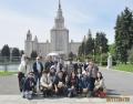 モスクワ大学の前で集合写真