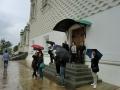 グラノヴィータヤ宮殿で雨宿りする一行