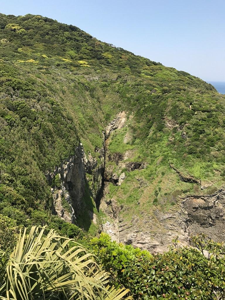 足摺岬の割れ目2