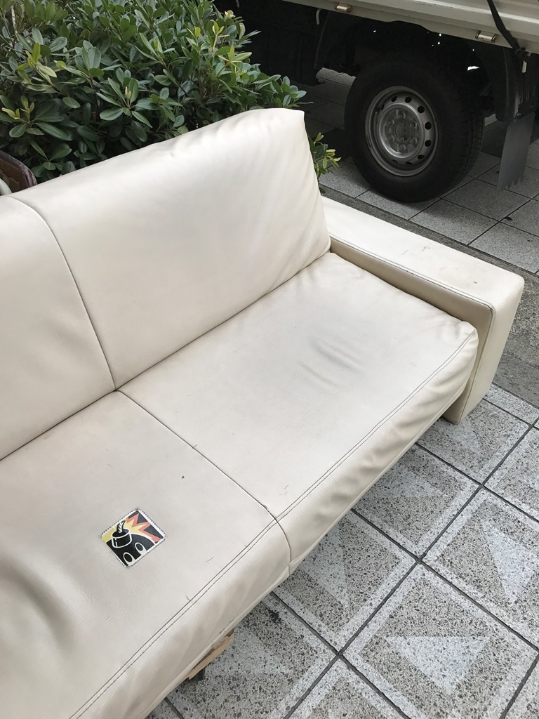 ソファーの割れ目跡2