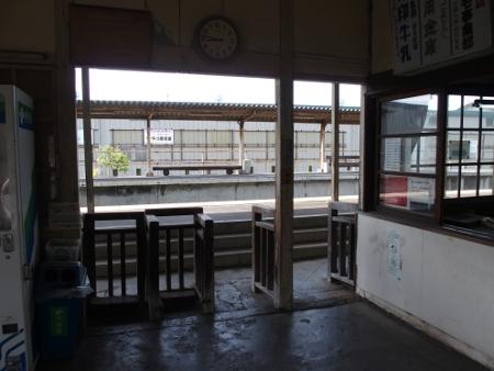 新八日市駅 改札
