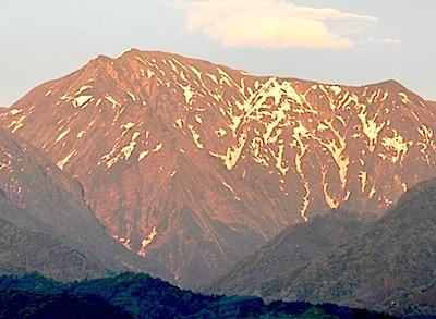 夕陽に映える越後山脈