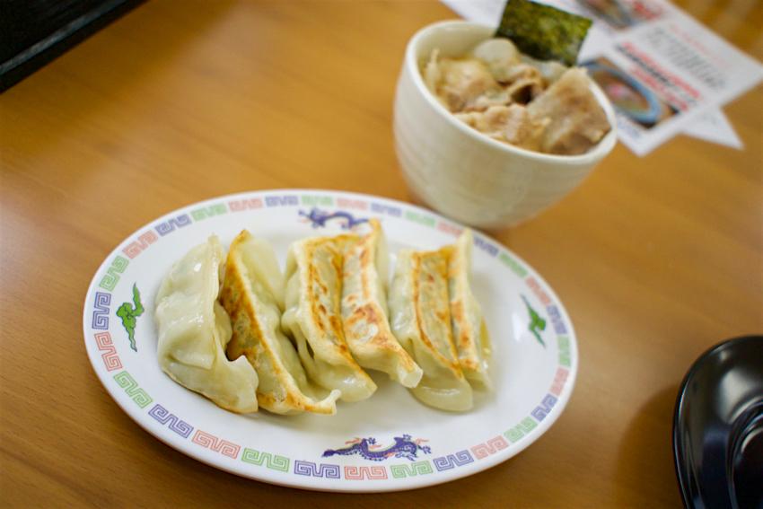 正木屋知床鶏醤油ラーメン 餃子とご飯