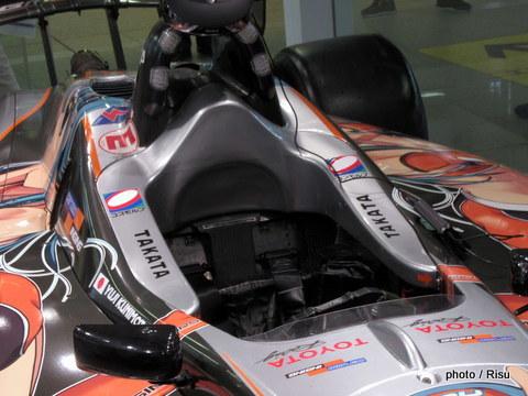 アシックスステーションストア品川 レーシングカー1