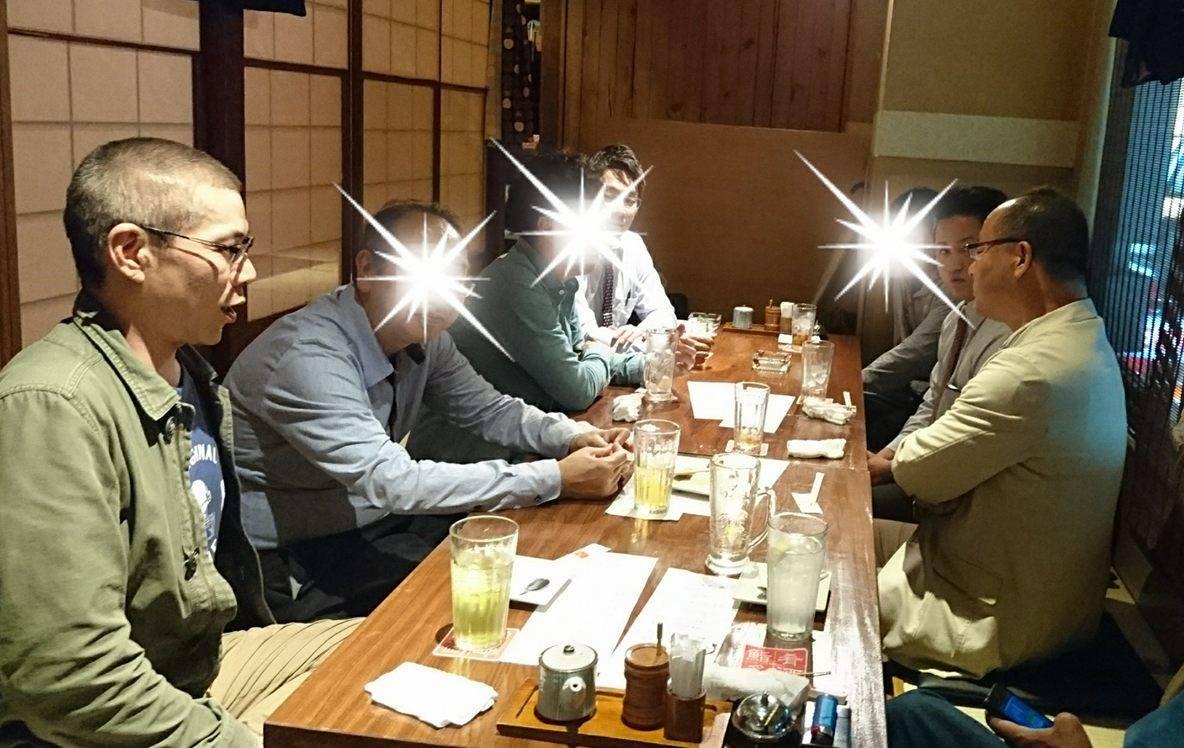 ラーメン学校鳥居式らーめん塾24期初日の懇親会風景。ラーメン評論家大崎裕史氏と24期生