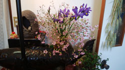季節のお花飾っているとb