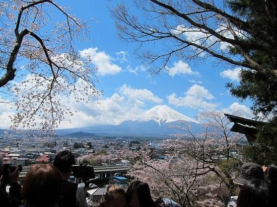 忠霊塔裏展望台より富士山