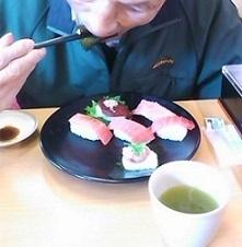 義父食べっぷりよろし。