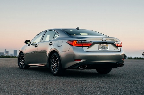 2017-Lexus-ES-350-rear-three-quarter.jpg