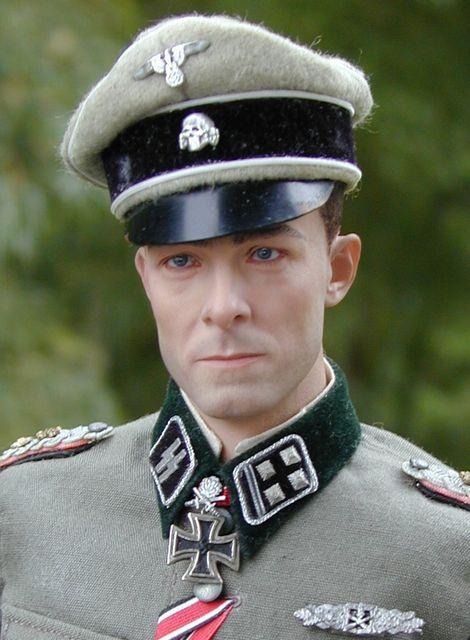 Joachim Peiper_SS-Ostubfhr_01
