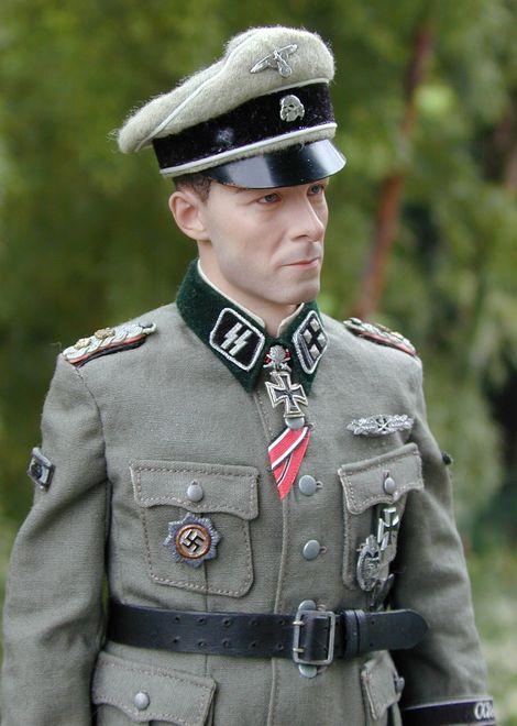 Joachim Peiper_SS-Ostubfhr_05