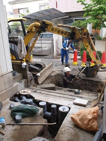 P5150015 下水道とガス工事