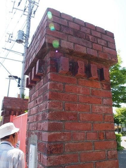 P5190039 門の煉瓦
