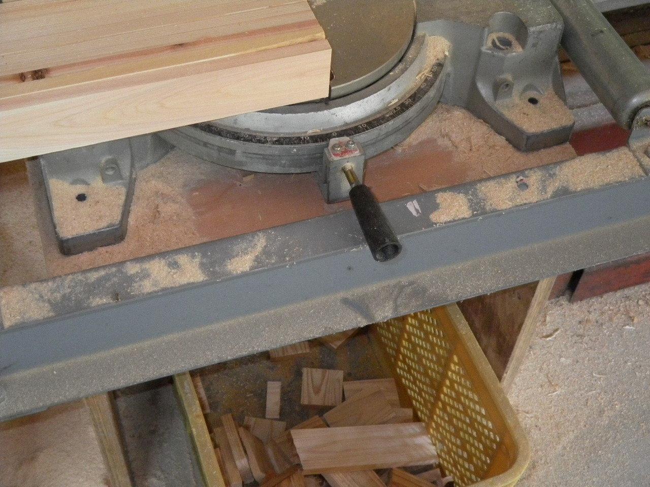 木屑箱15