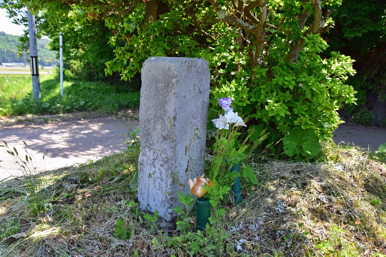 道端の石碑
