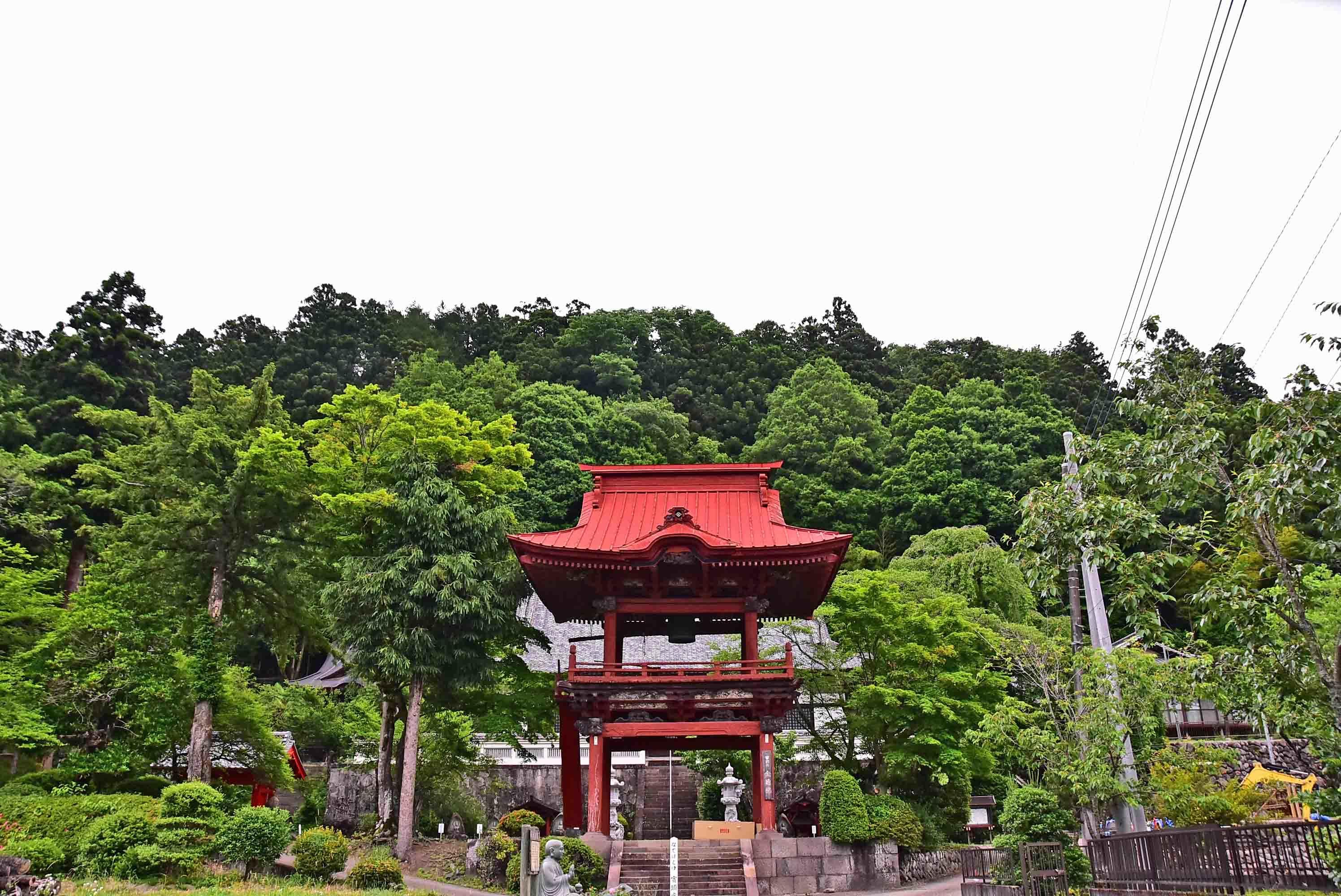 三ノ倉城 麓全透寺から見た城址