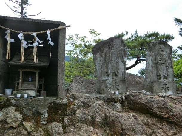 天聖神社と石仏
