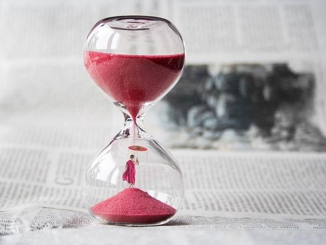 hourglass-1875812_640.jpg