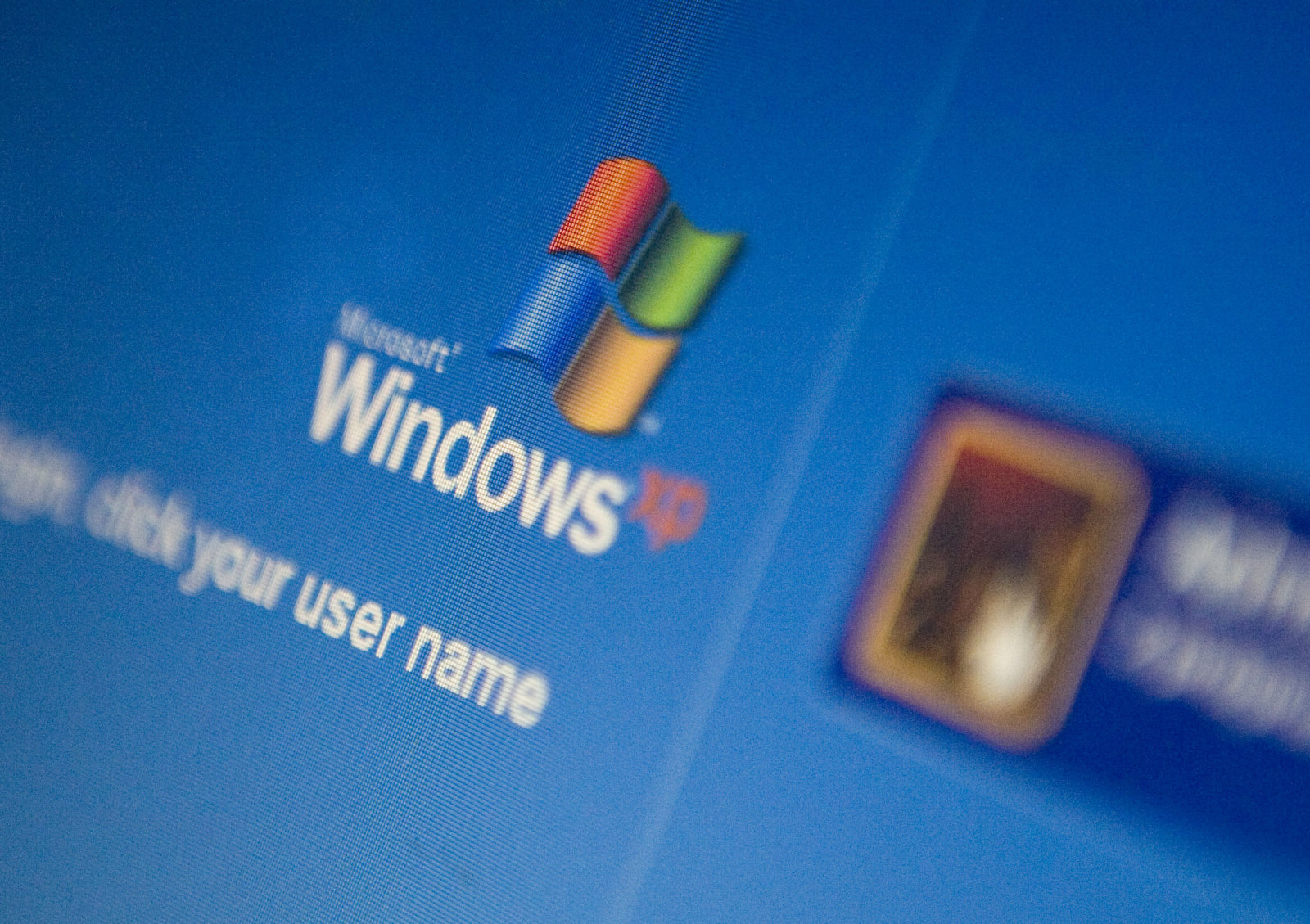 the-microsoft-windows-xp-login-screen-is-displayed-on-a-laptop-in-picture-id94948319.jpg