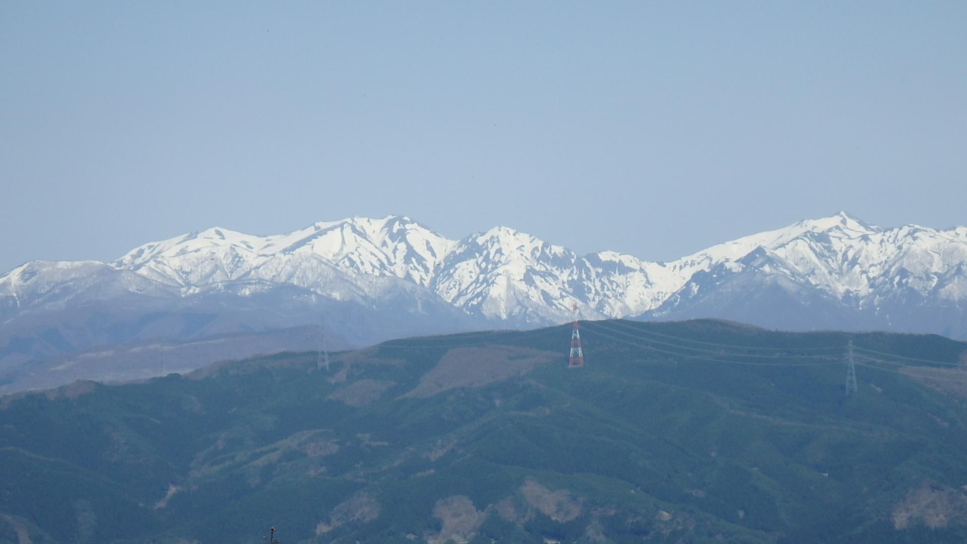 左から松手山、平標山、仙ノ倉、エビス大黒、万太郎山P4302155