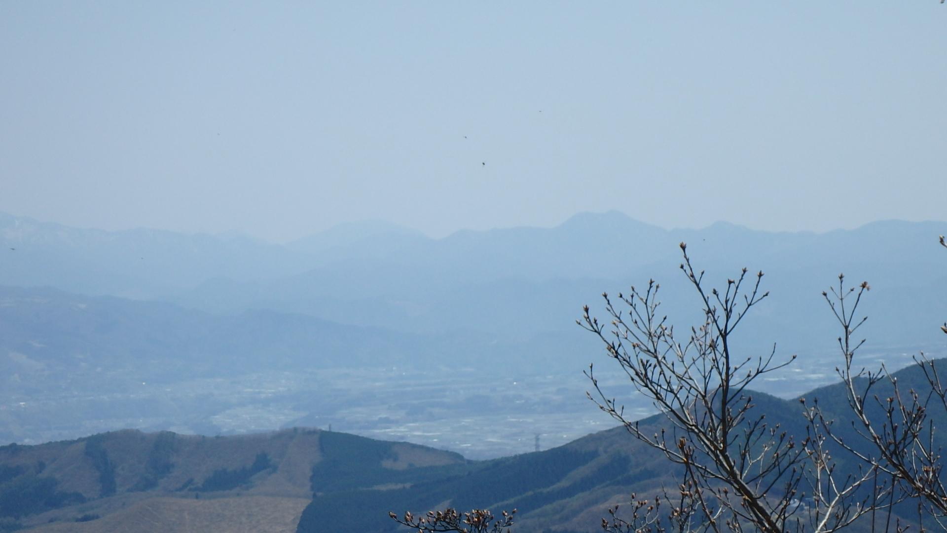 遠くに皇海山P4302153