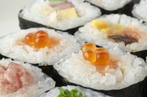 sushi-rolls-2110486_960_720.jpg