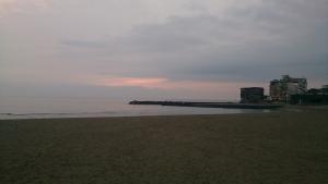 三国港付近・砂浜